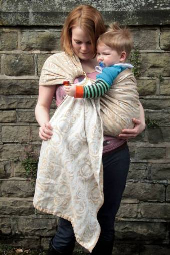Support baby under their bottom as you tighten. With thanks to Sheffield Sling Surgery - image featuring Kiri of Carry ar Kid